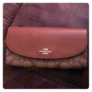 Coach wallet... NEVER USED!